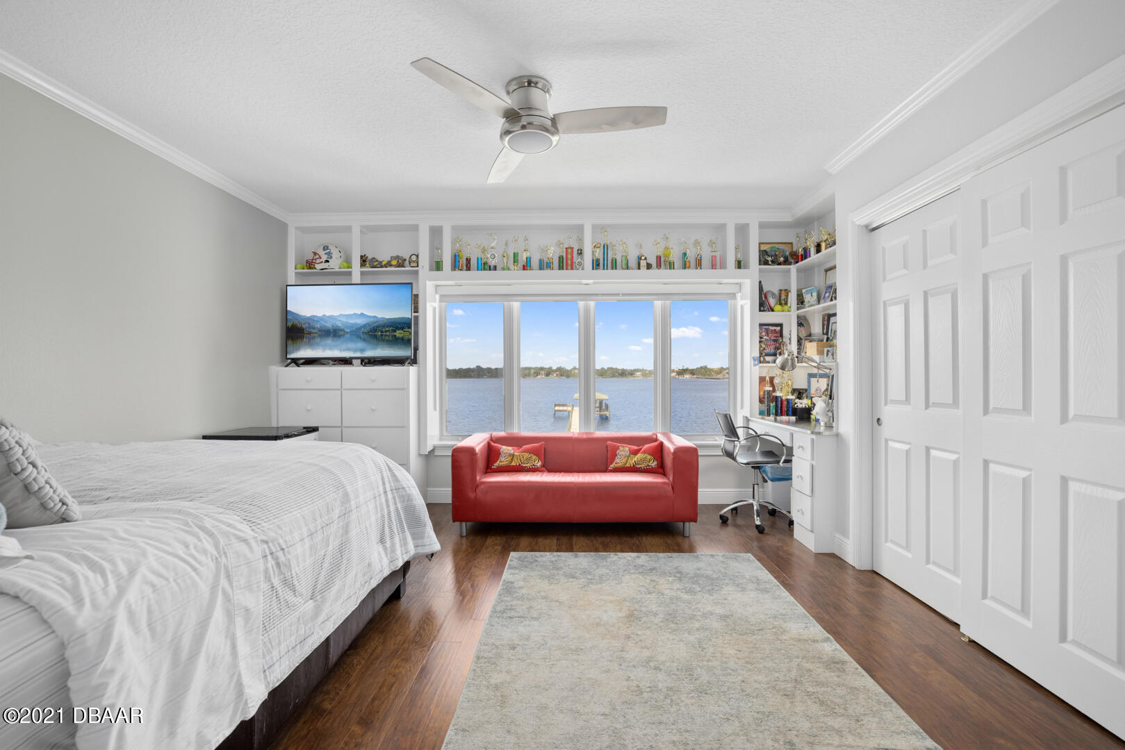 Listing photo id 61 for 70 Riverside Drive