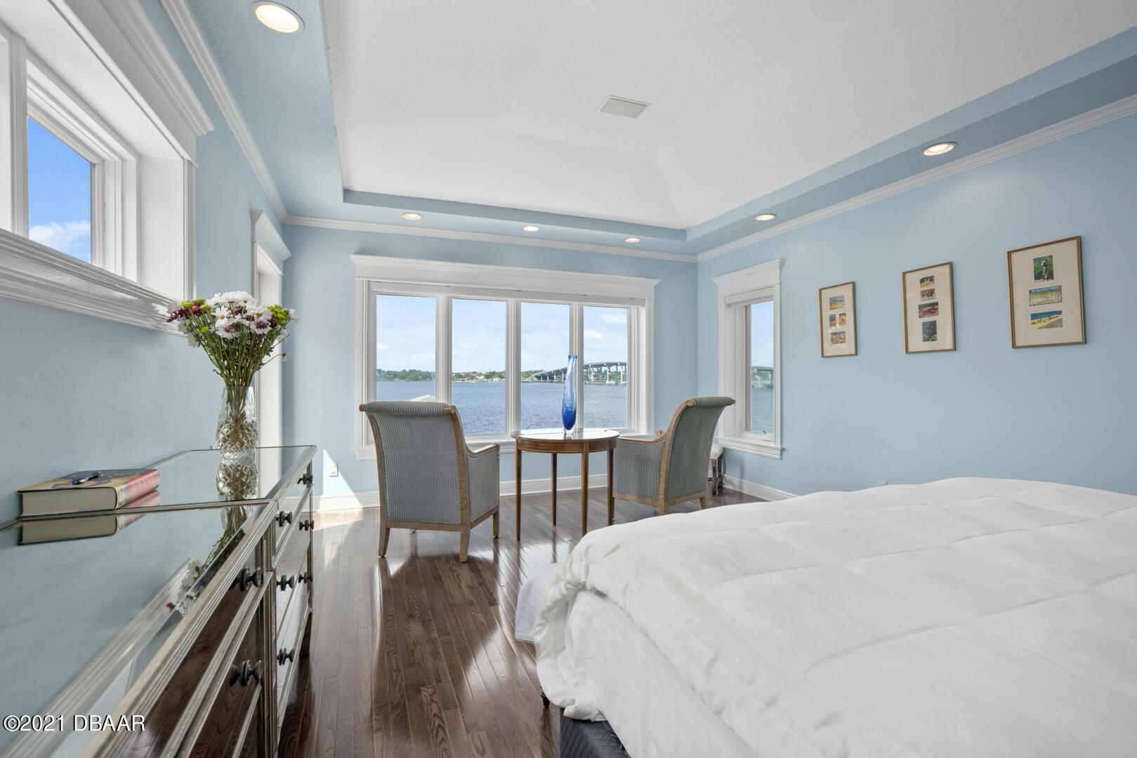 Listing photo id 44 for 70 Riverside Drive