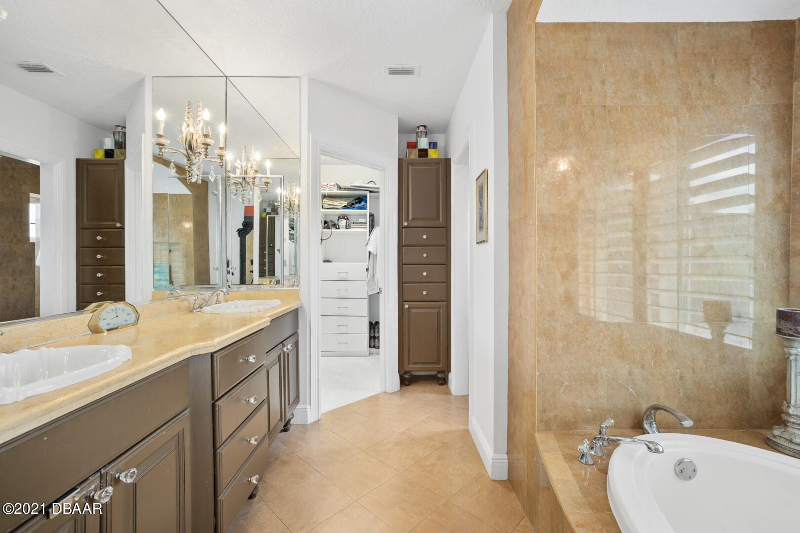 Listing photo id 54 for 70 Riverside Drive