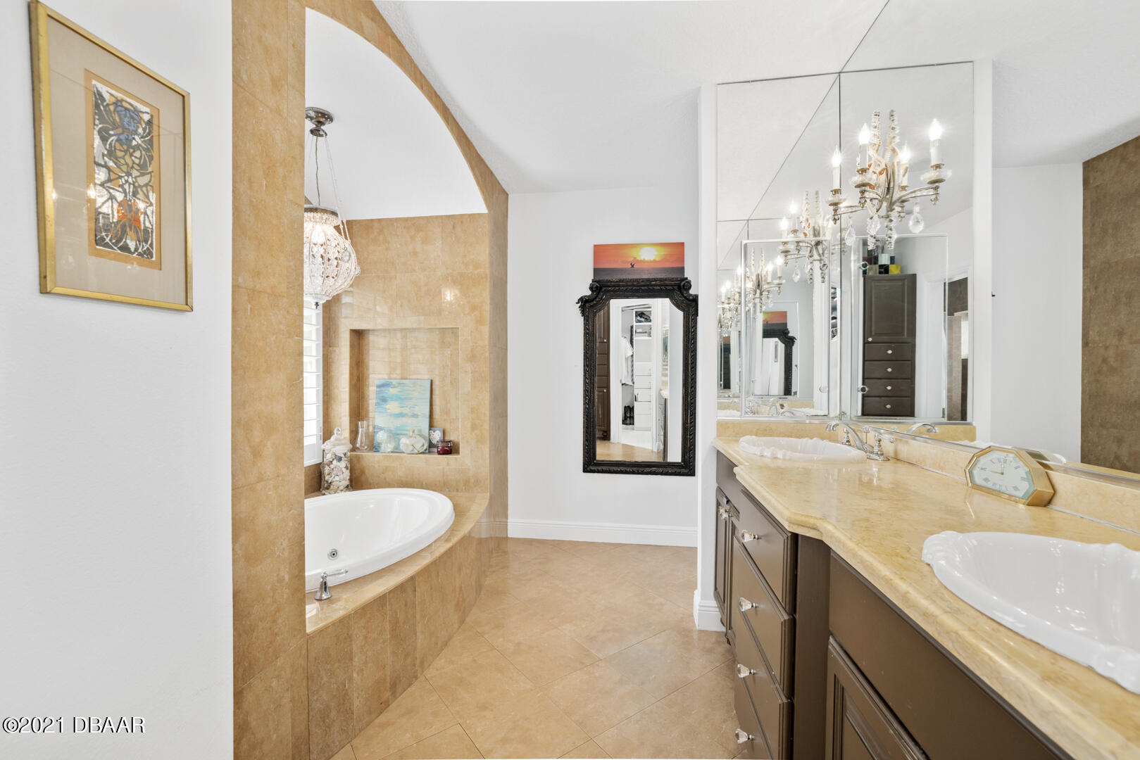 Listing photo id 51 for 70 Riverside Drive