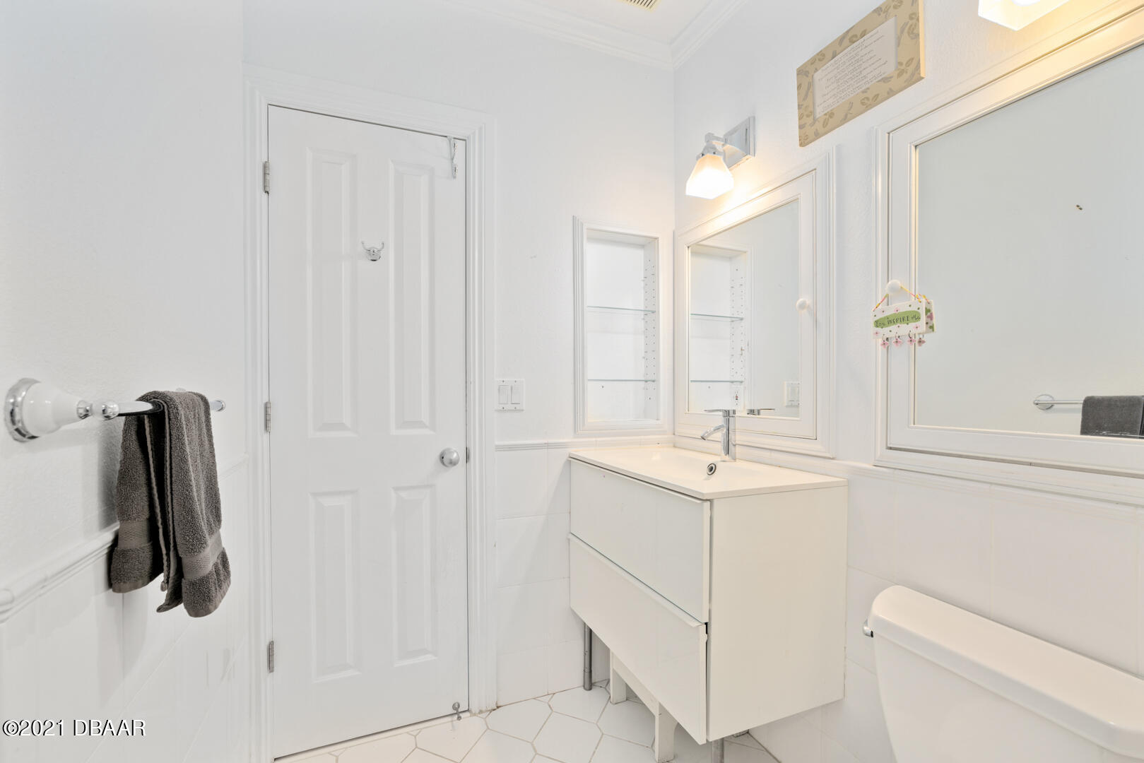 Listing photo id 69 for 70 Riverside Drive