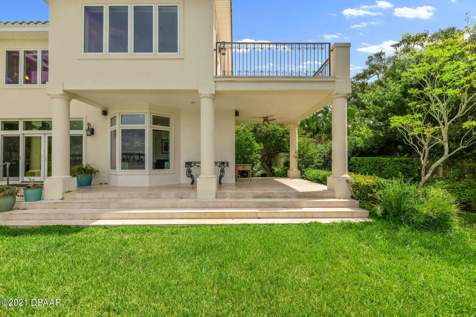 Listing photo id 82 for 70 Riverside Drive