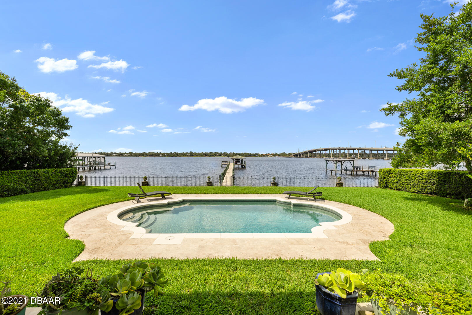 Listing photo id 84 for 70 Riverside Drive