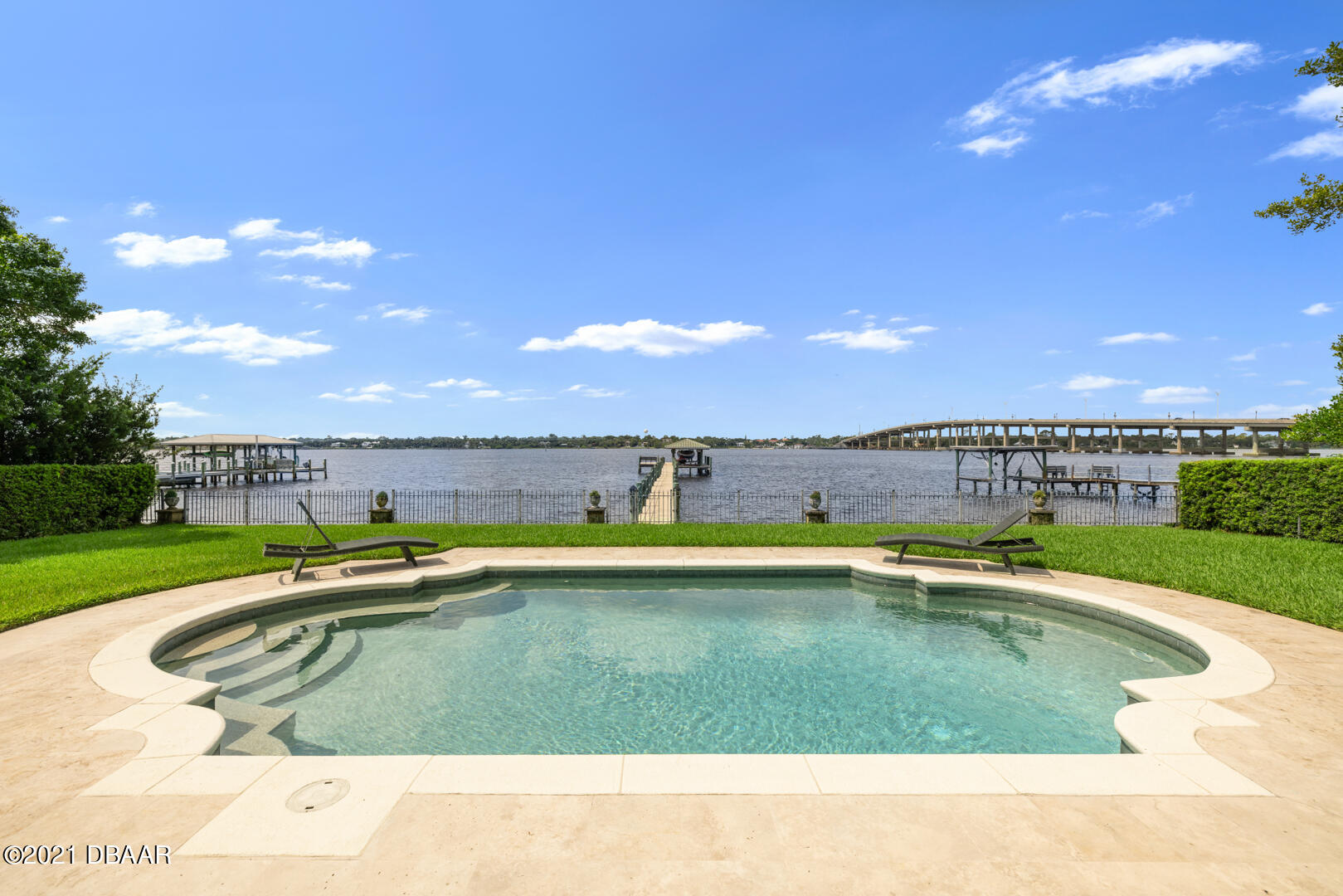 Listing photo id 85 for 70 Riverside Drive