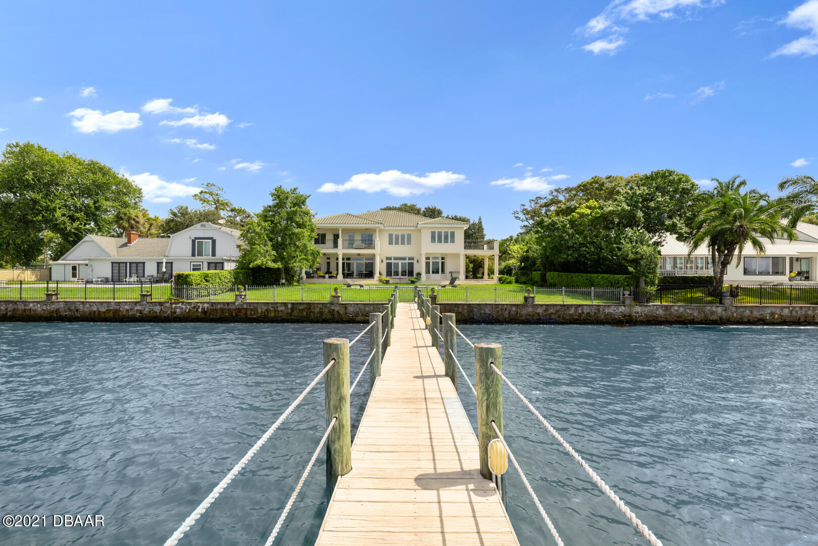 Listing photo id 89 for 70 Riverside Drive