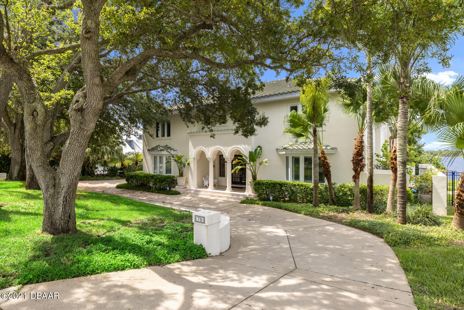 Listing photo id 93 for 70 Riverside Drive