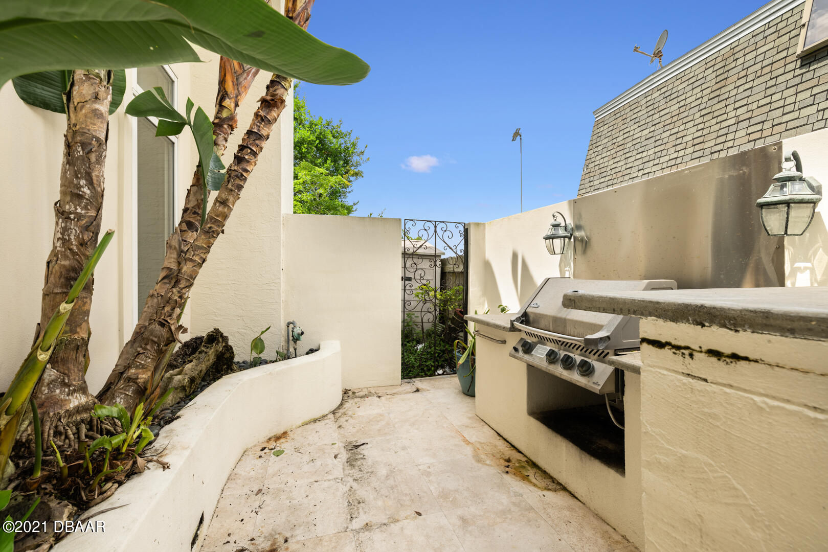 Listing photo id 96 for 70 Riverside Drive