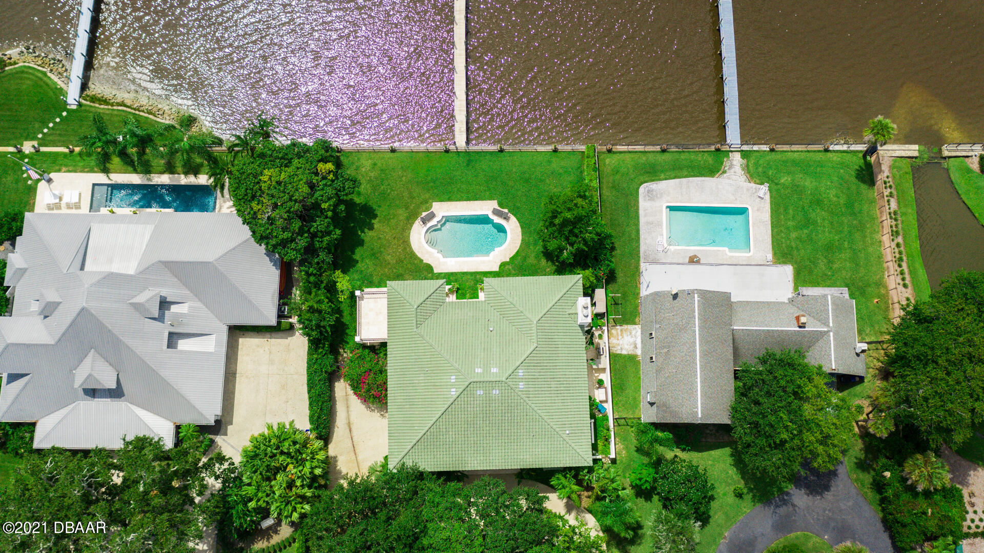 Listing photo id 101 for 70 Riverside Drive