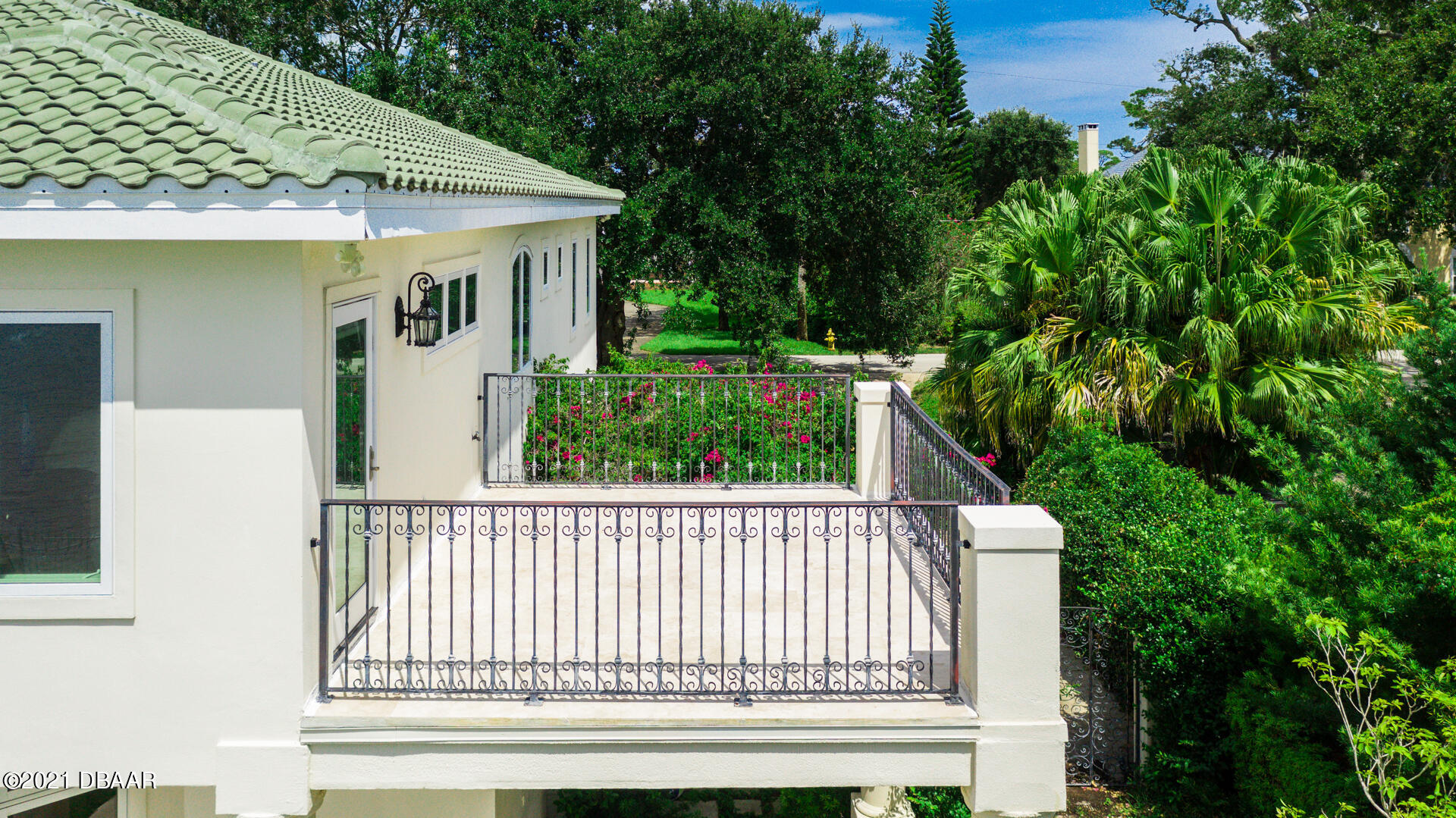 Listing photo id 106 for 70 Riverside Drive