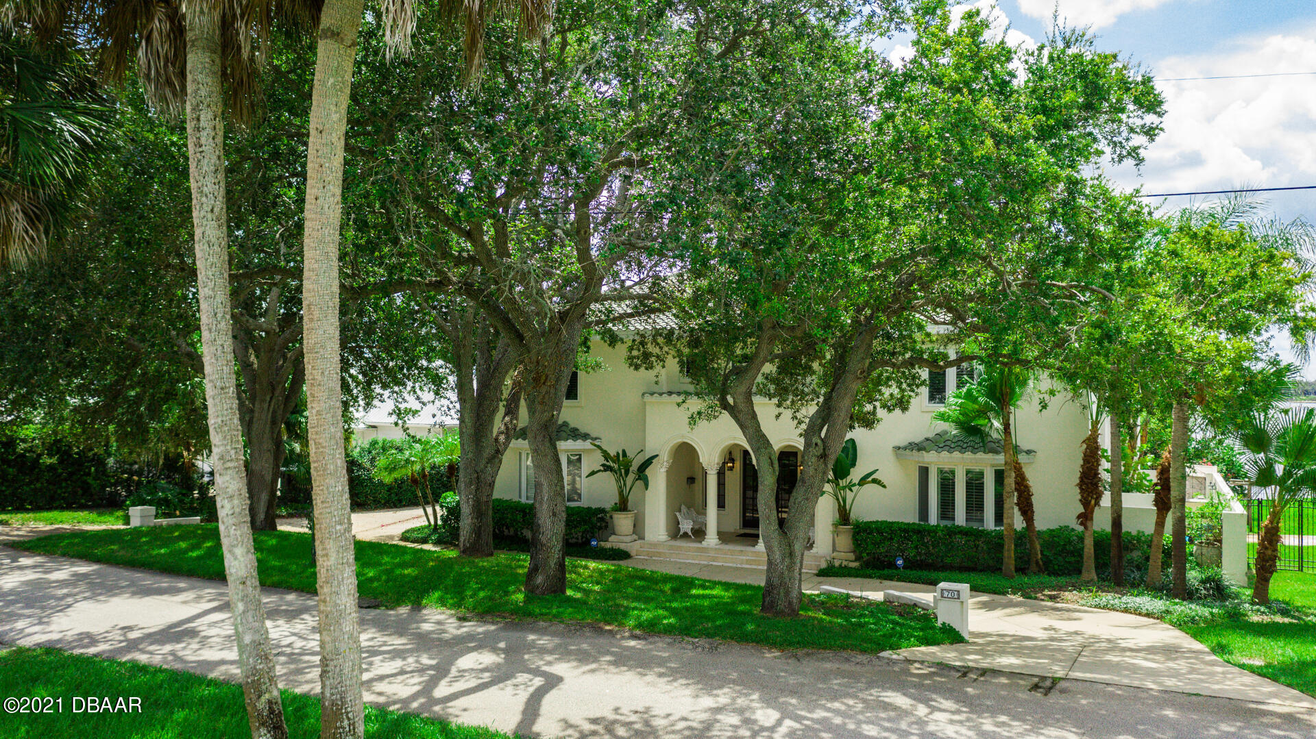 Listing photo id 107 for 70 Riverside Drive