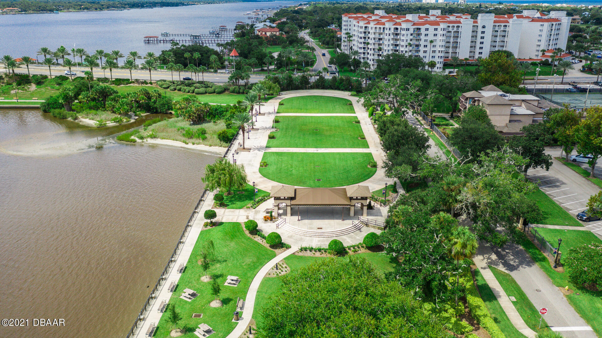 Listing photo id 109 for 70 Riverside Drive