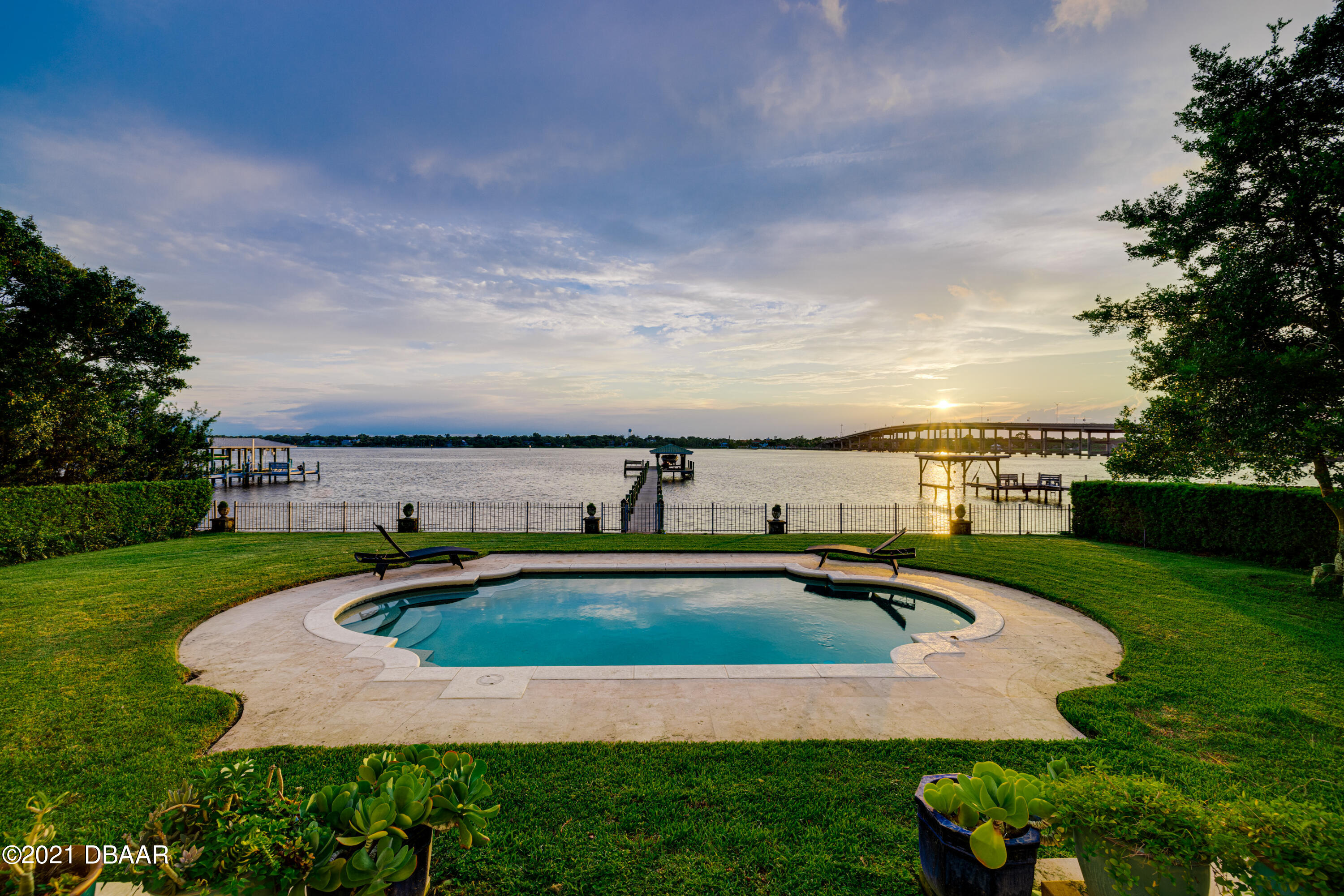 Listing photo id 112 for 70 Riverside Drive