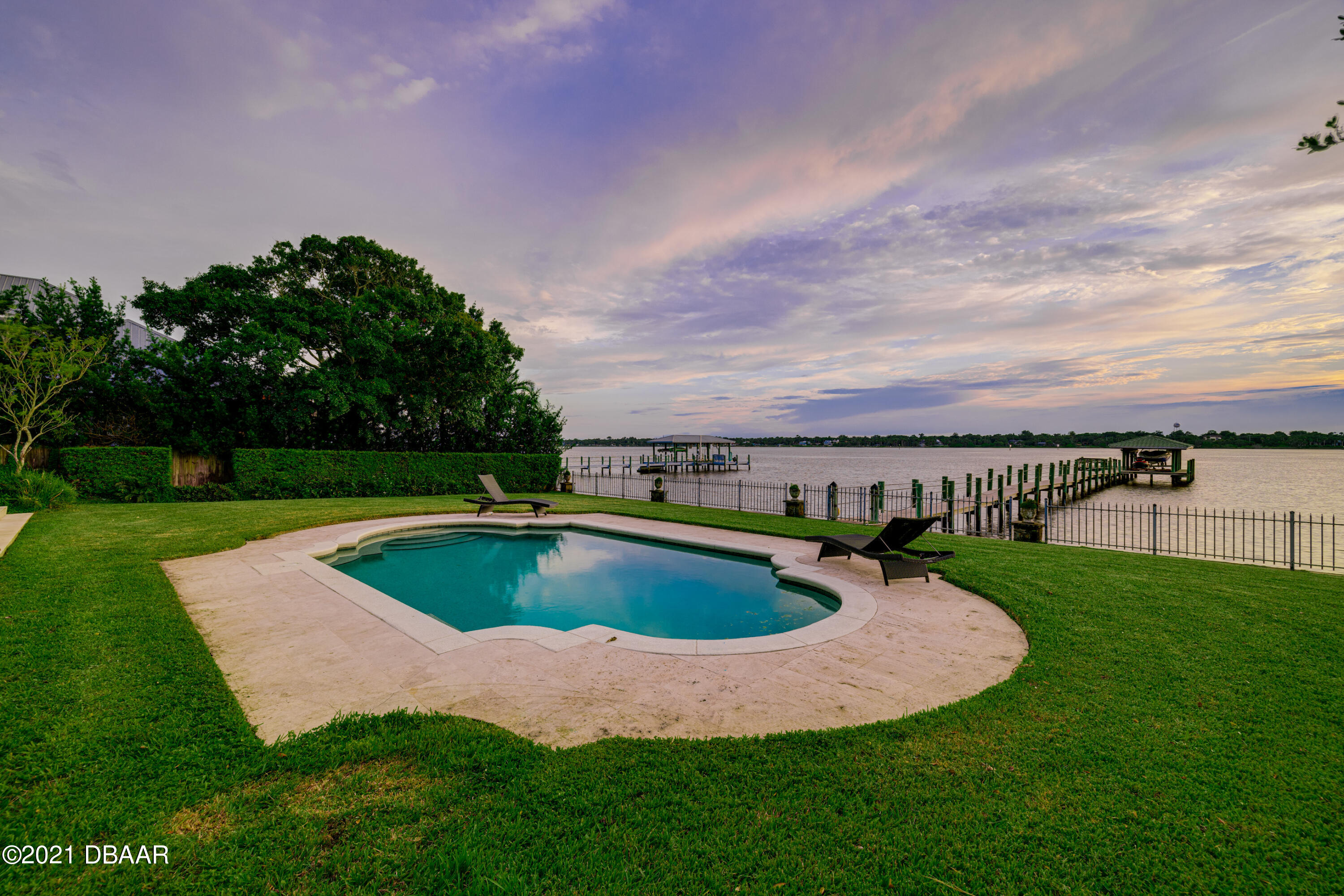 Listing photo id 113 for 70 Riverside Drive