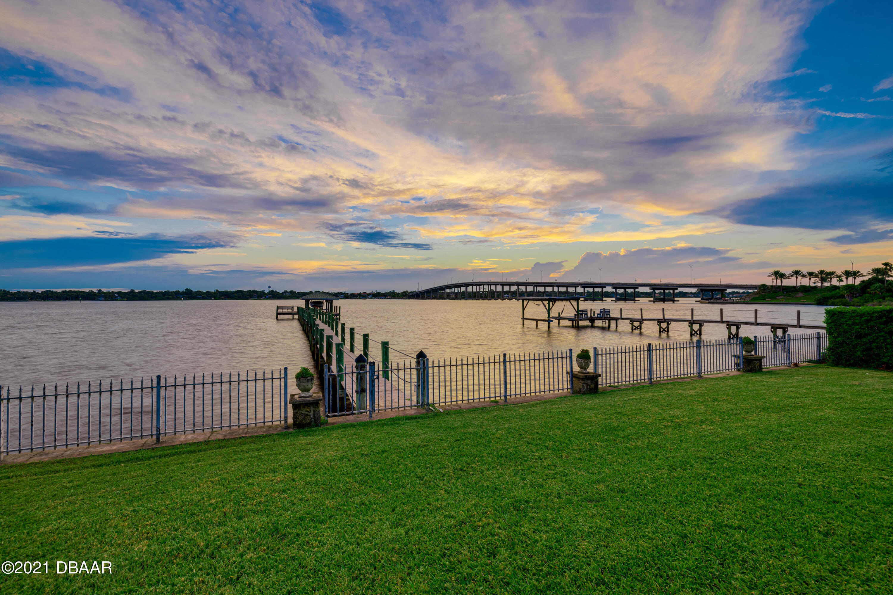 Listing photo id 114 for 70 Riverside Drive