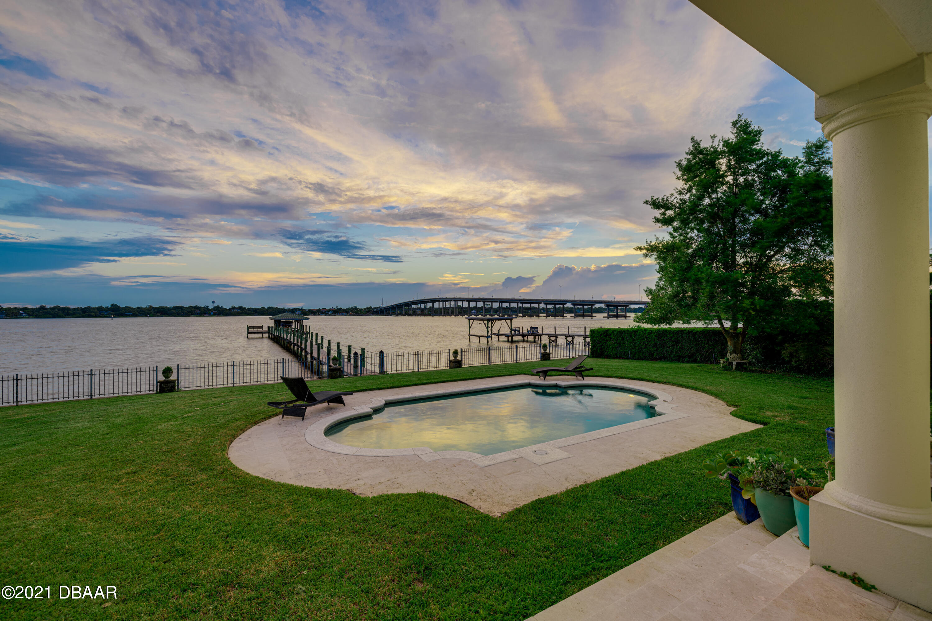 Listing photo id 115 for 70 Riverside Drive