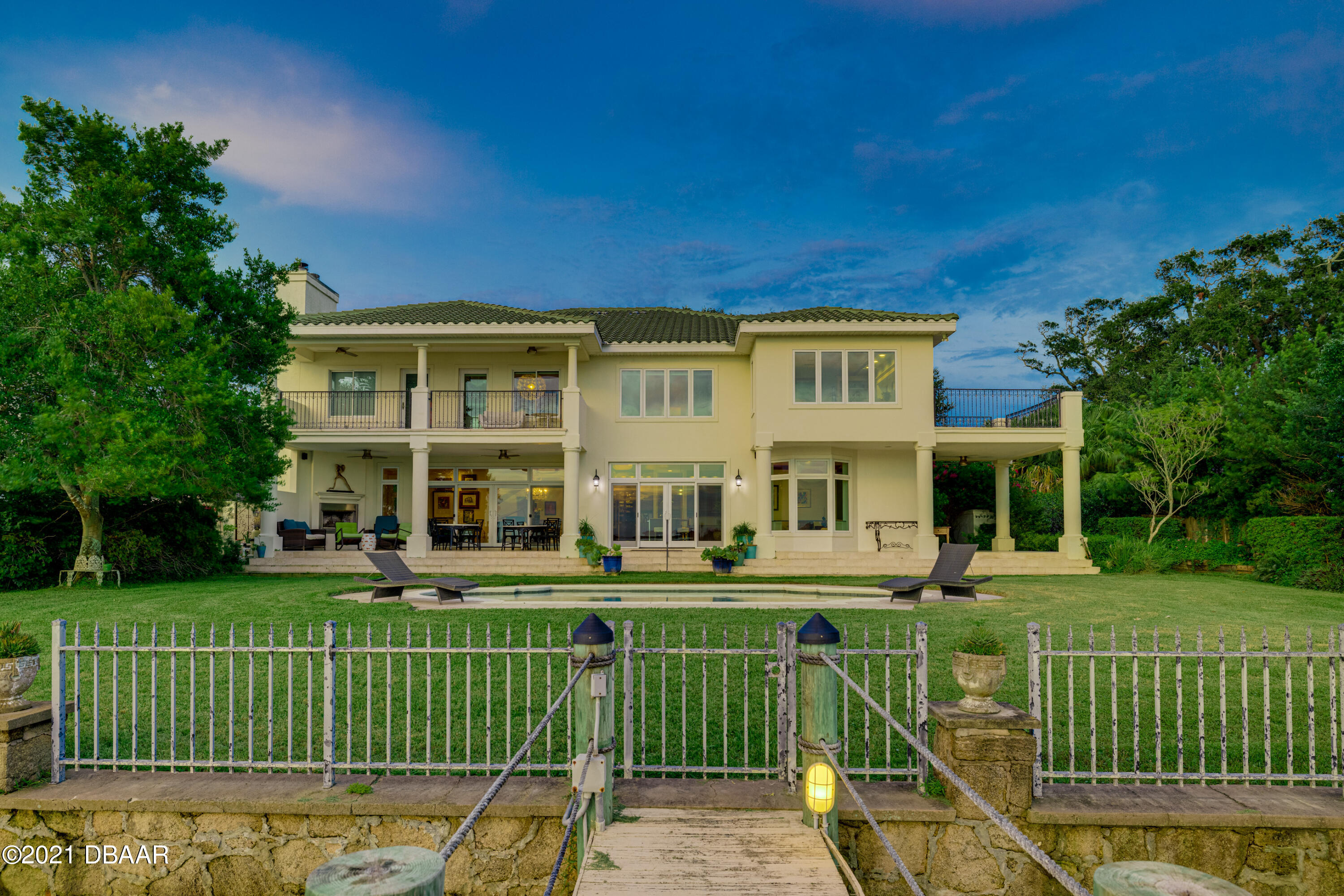 Listing photo id 116 for 70 Riverside Drive