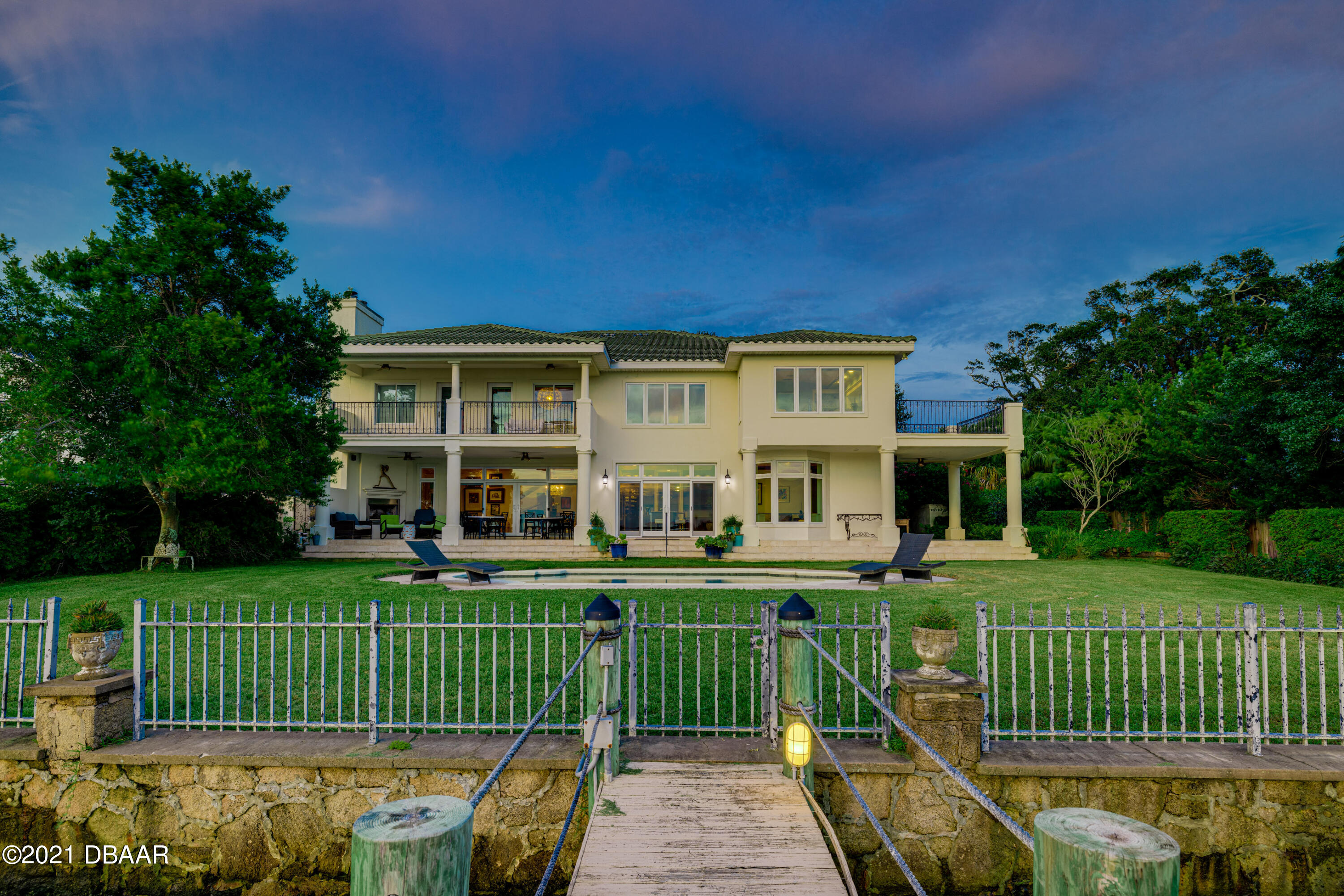 Listing photo id 117 for 70 Riverside Drive