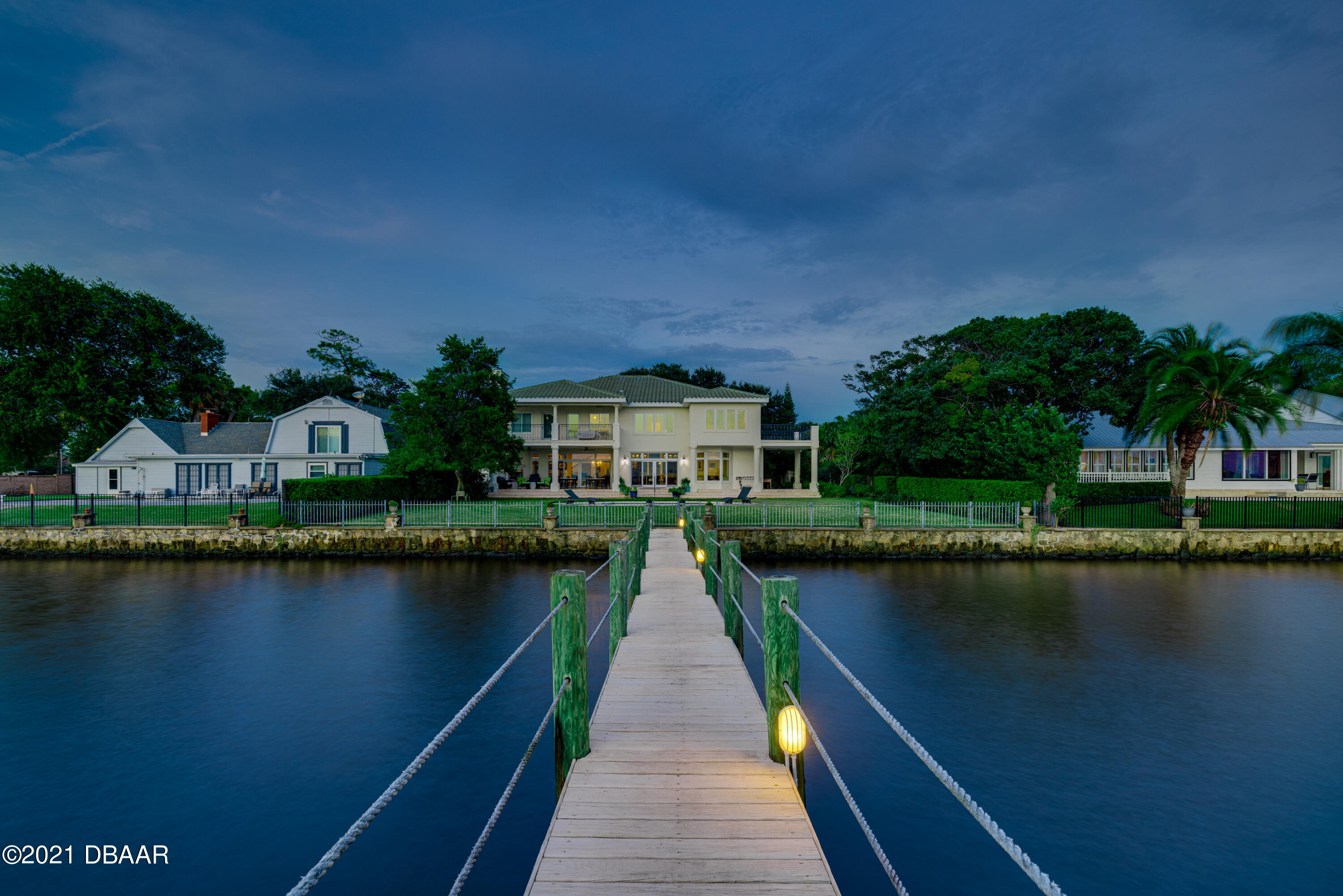 Listing photo id 118 for 70 Riverside Drive