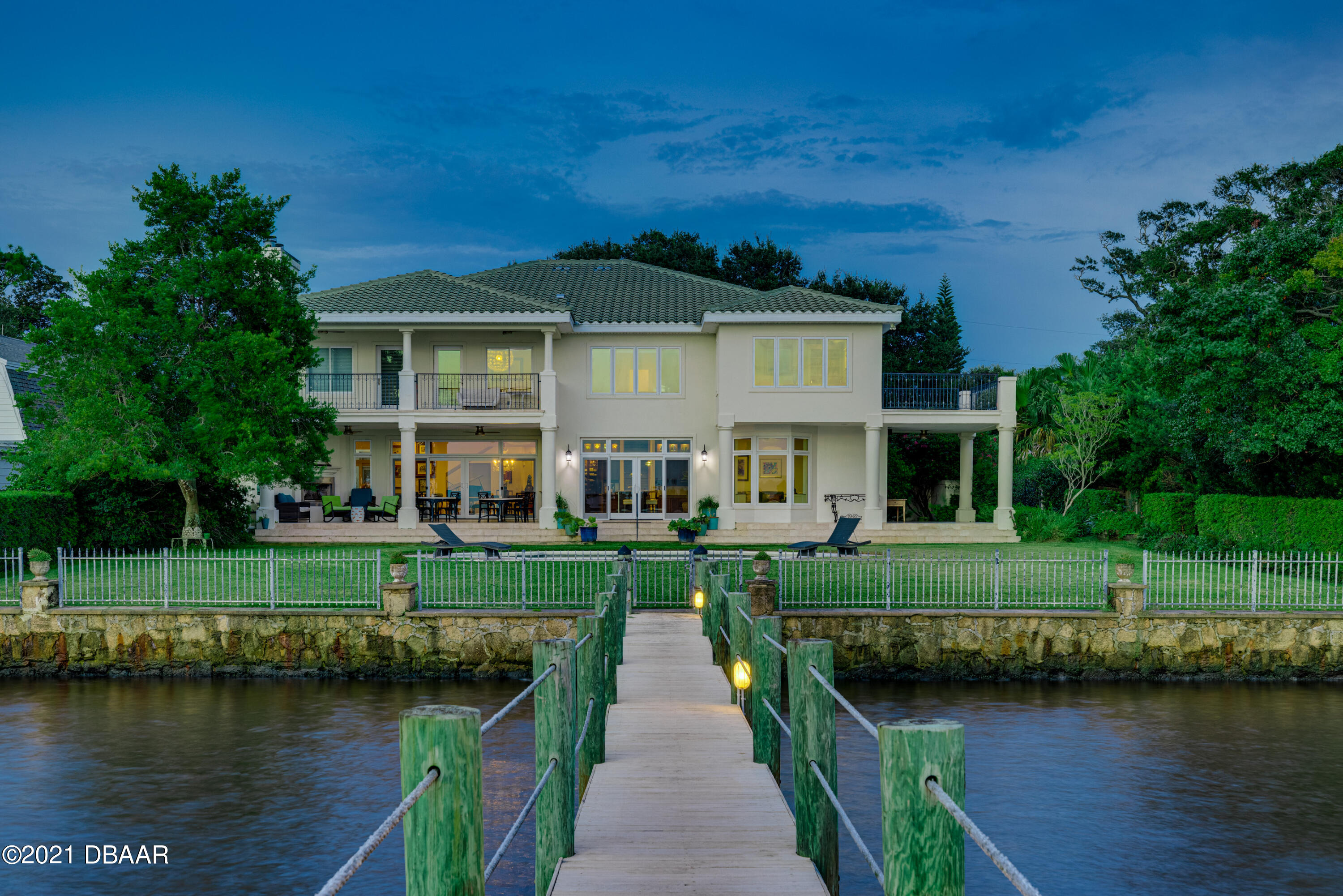 Listing photo id 119 for 70 Riverside Drive