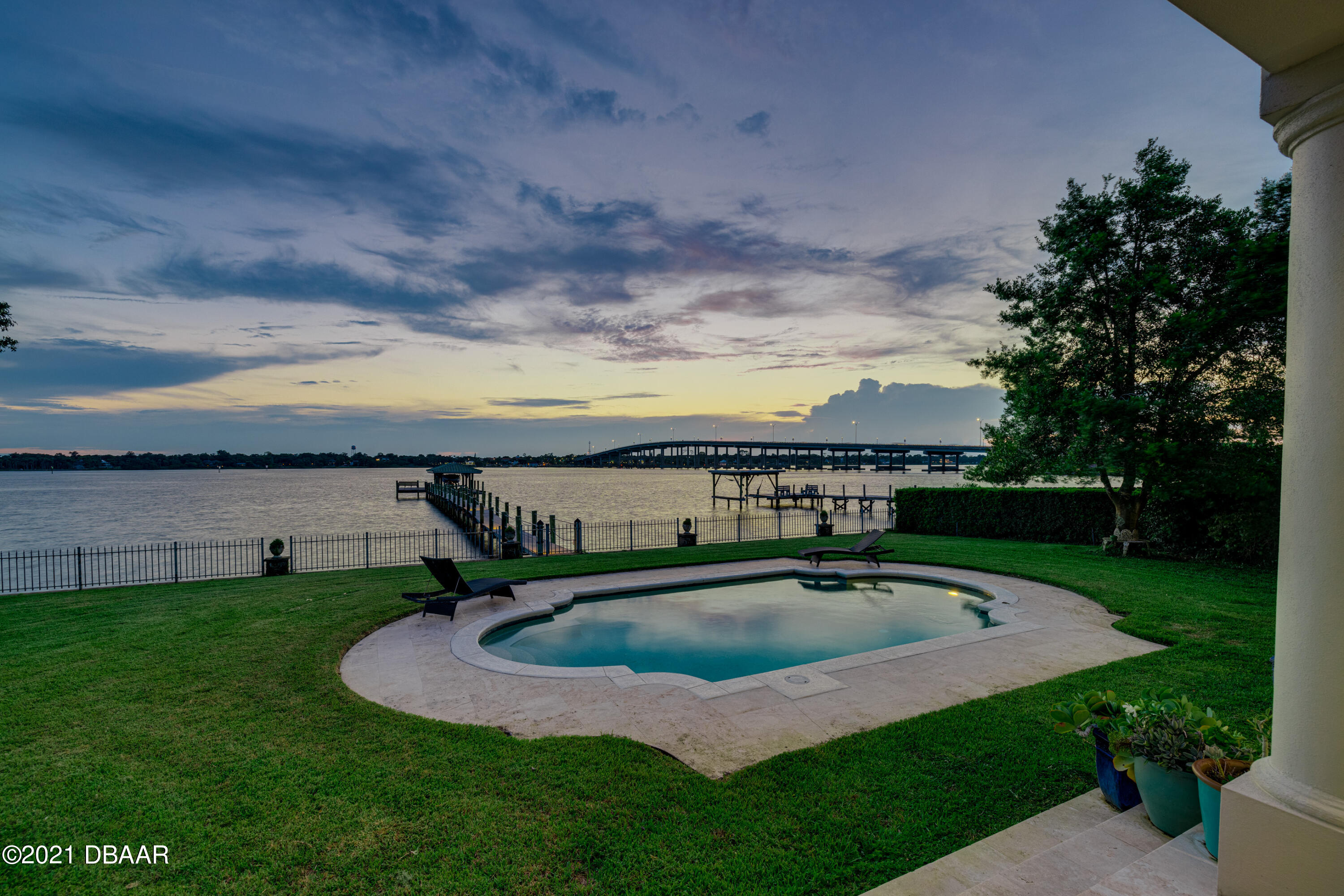 Listing photo id 127 for 70 Riverside Drive