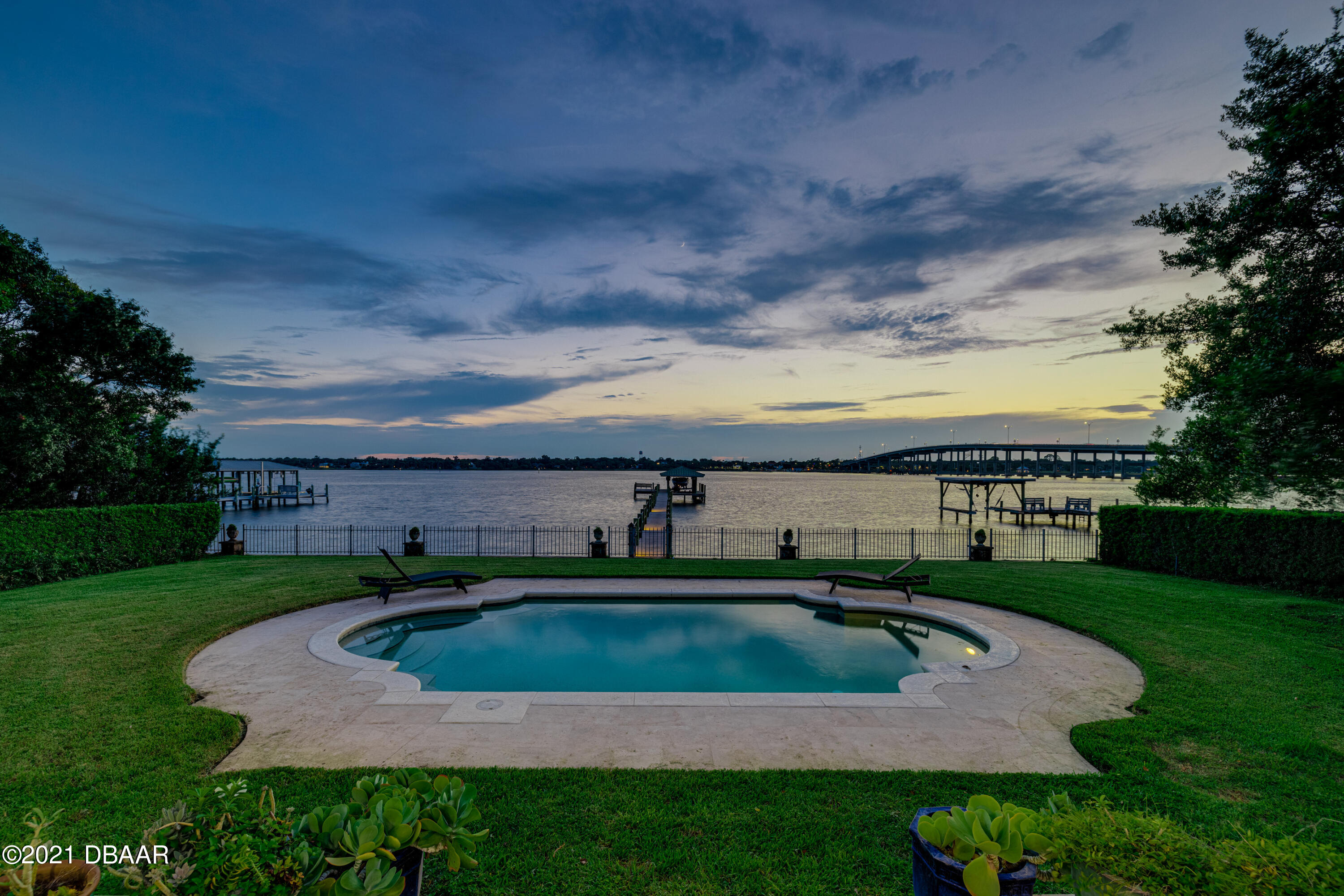 Listing photo id 128 for 70 Riverside Drive