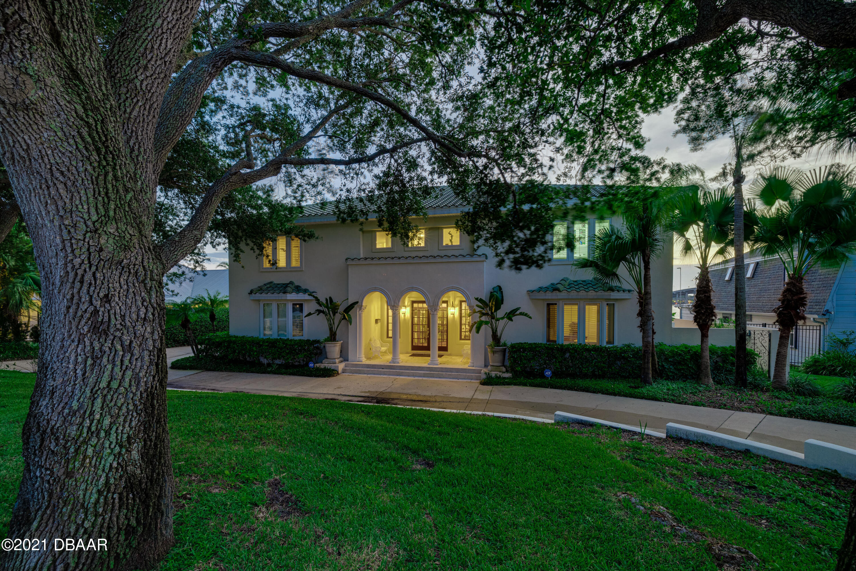 Listing photo id 129 for 70 Riverside Drive