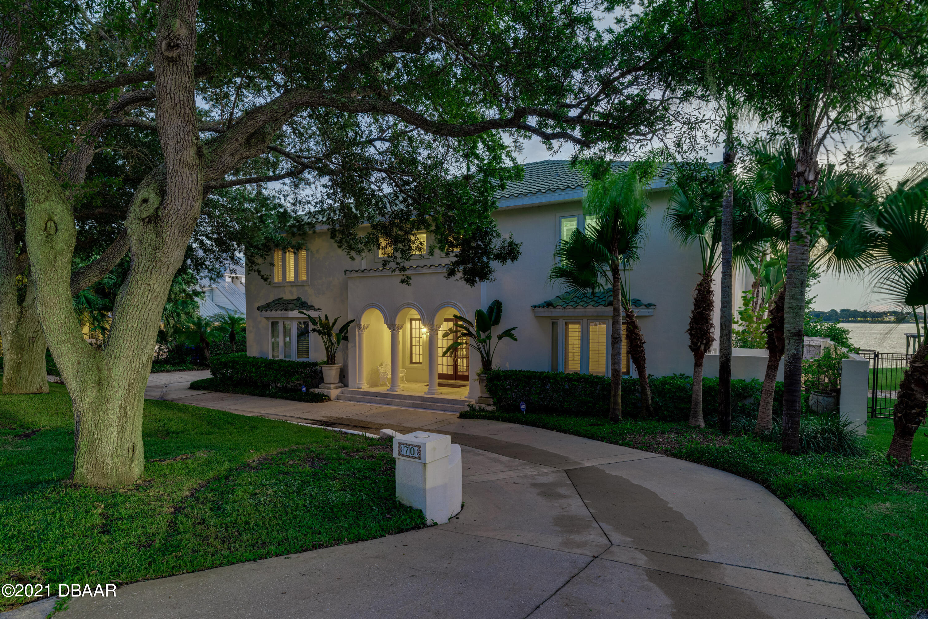 Listing photo id 130 for 70 Riverside Drive
