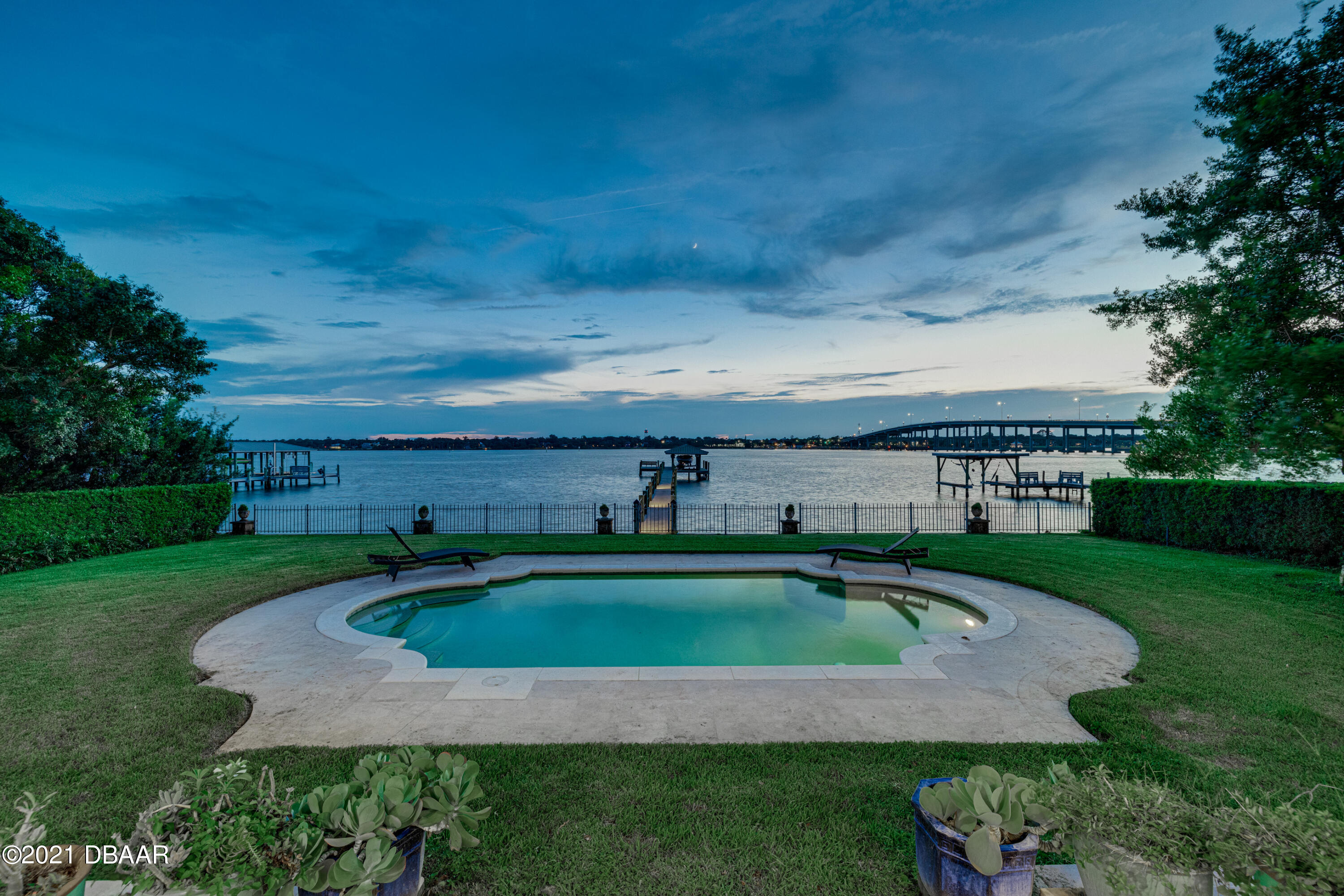 Listing photo id 135 for 70 Riverside Drive