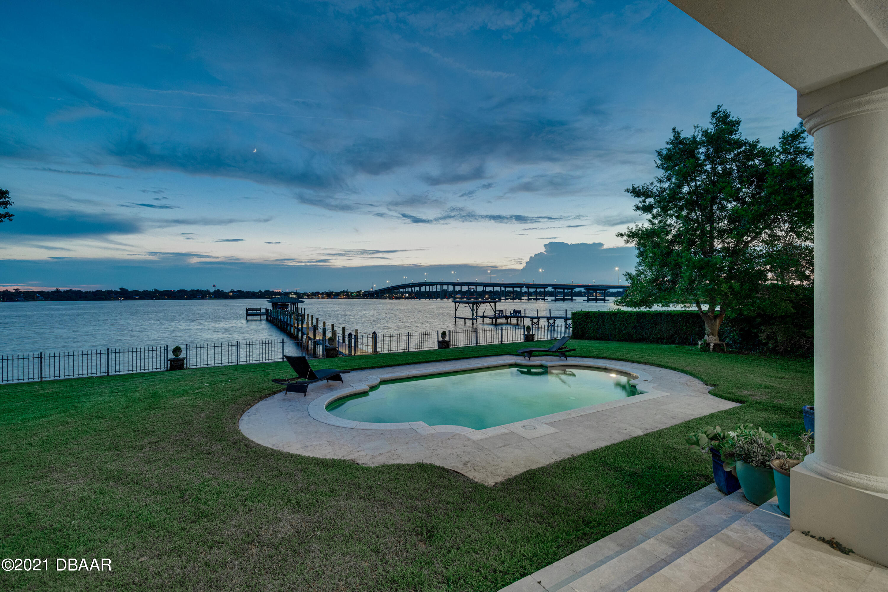 Listing photo id 136 for 70 Riverside Drive
