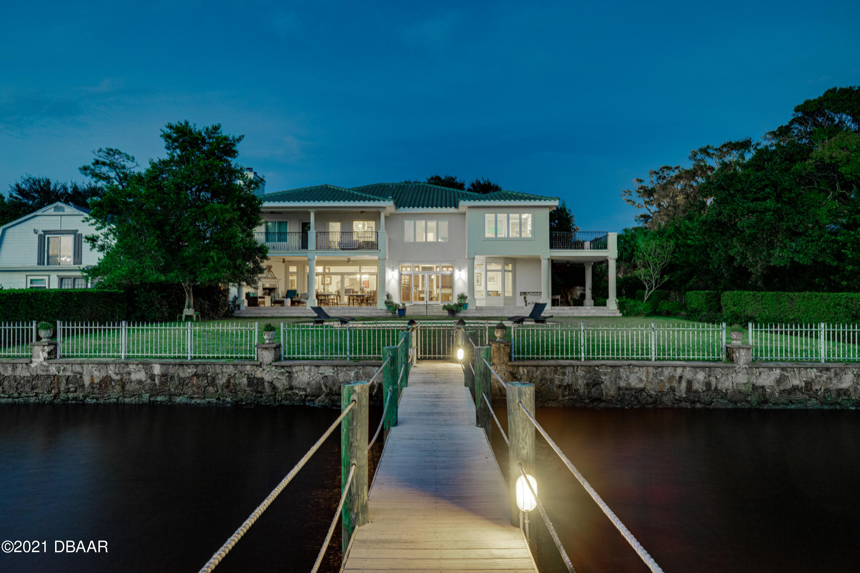 Listing photo id 140 for 70 Riverside Drive
