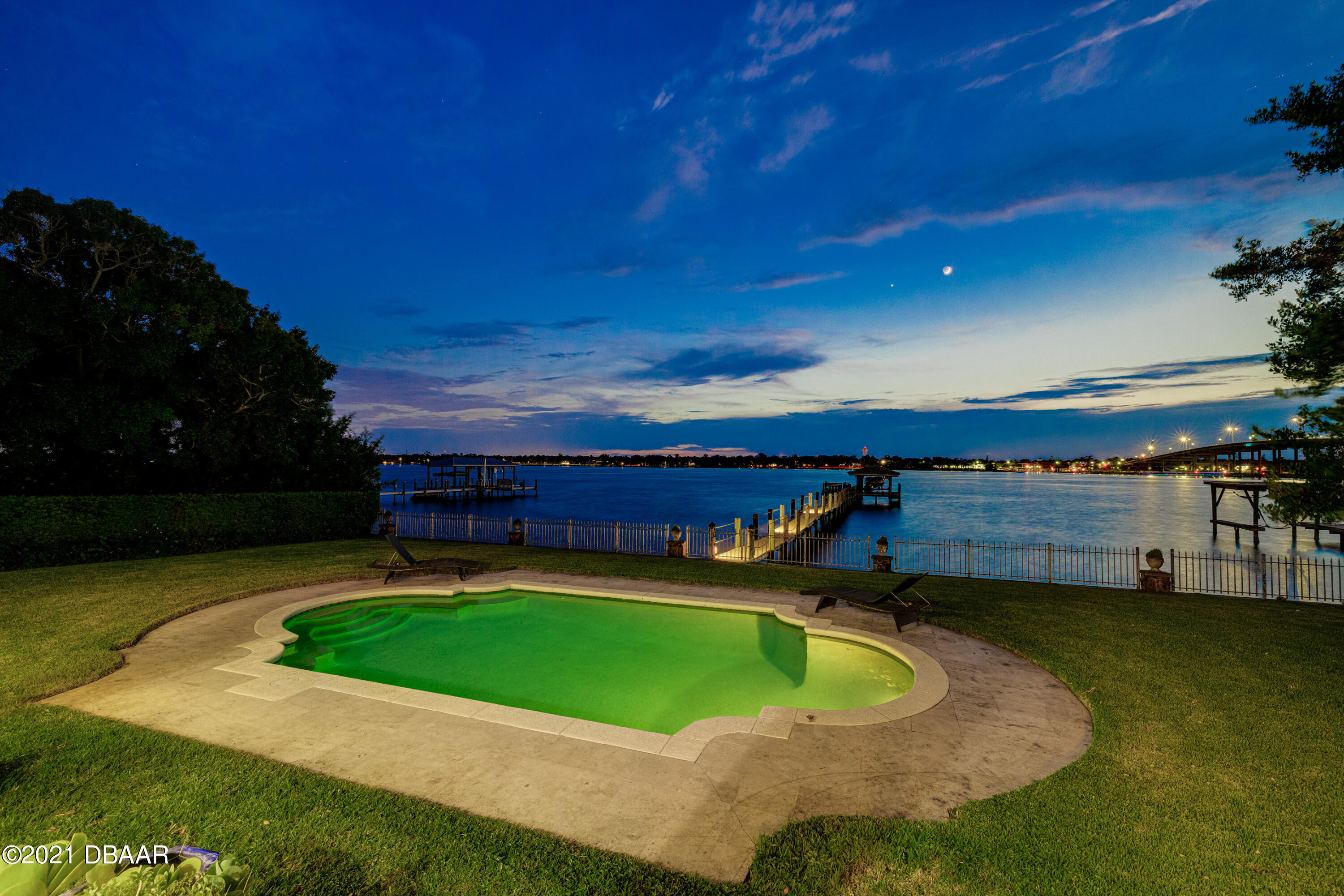 Listing photo id 141 for 70 Riverside Drive