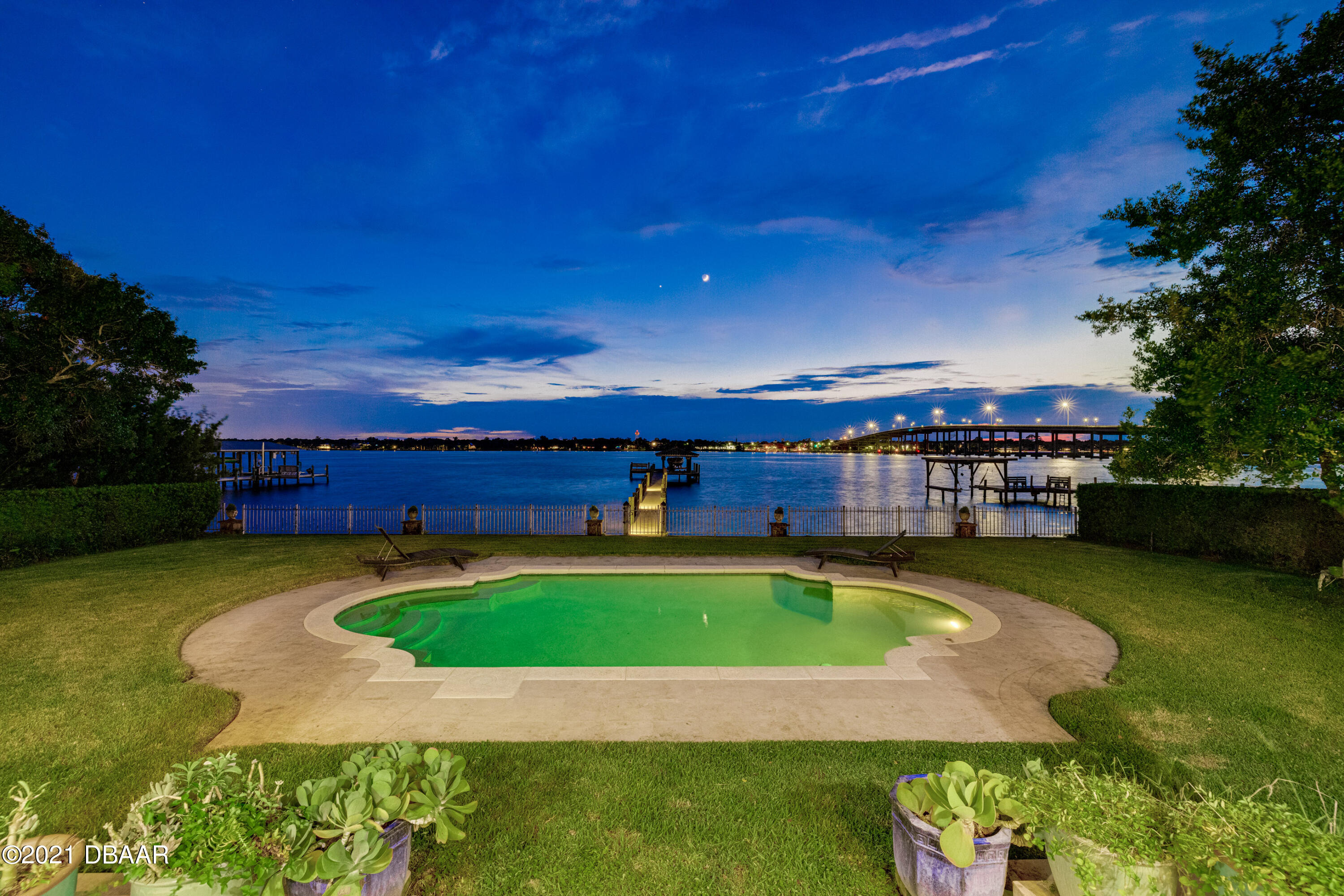 Listing photo id 142 for 70 Riverside Drive