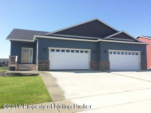 1271 25TH ST W, Dickinson, ND 58601