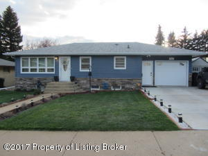 927 7th Ave W, Dickinson, ND 58601