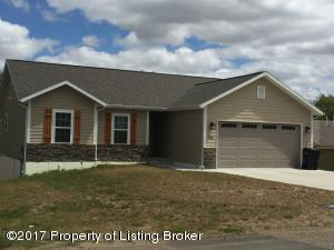 1312 W Pheasant Ridge Street, Watford City, ND 58854