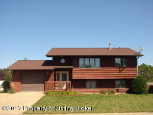 815 13th St E, Dickinson, ND 58601