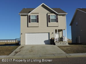 703 5th Ave SE, Dickinson, ND 58601