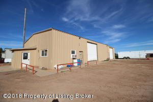 408 13th Ave SW, Watford City, ND 58854