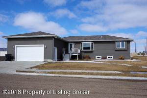 2899 Prairie Oak Dr, Dickinson, ND 58601
