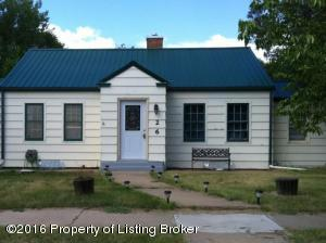 26 W St, New England, ND 58647