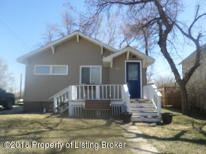 308 3rd St NW, Watford City, ND 58854