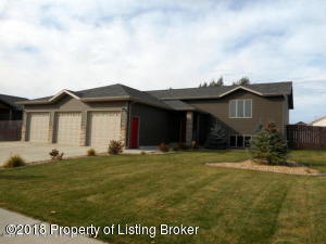 259 18th Ave W, Dickinson, ND 58601
