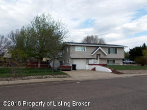 1014 2nd Ave E, Dickinson, ND 58601