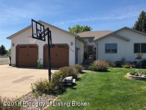 1306 9th St E, Dickinson, ND 58601