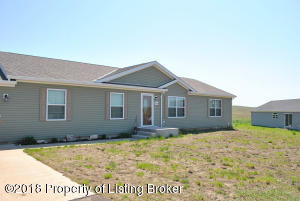 2618 Terrace View Dr, Watford City, ND 58854