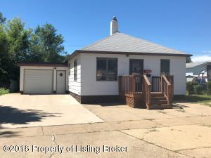 513 4th Ave W, Dickinson, ND 58601