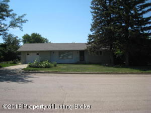 17 6th Ave NW, Bowman, ND 58623