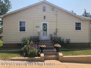 540 Dupont St, Dickinson, ND 58601