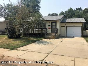 1025 Foster Drive, Dickinson, ND 58601
