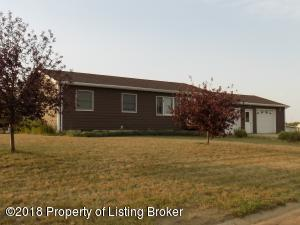 306 N 11th Ave, Hettinger, ND 58639